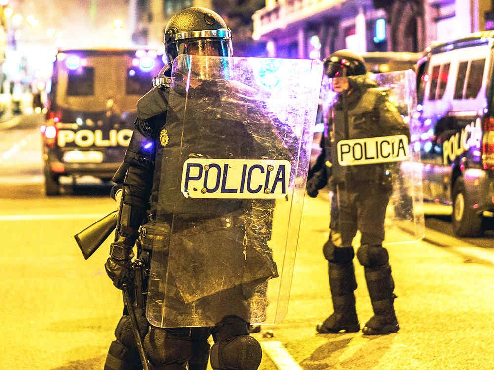UVPLASTIC riot shield in France