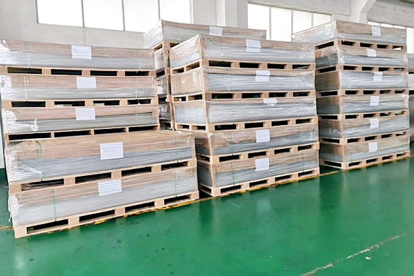 Package flat polycarbonate