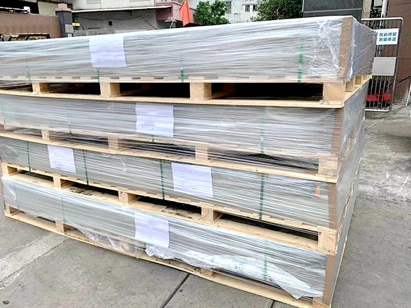 Shipping polycarbonate