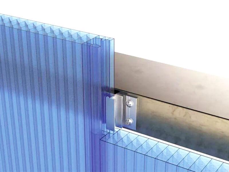 Installing polycarbonate facade